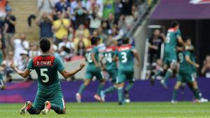Darvin Chavez firar ett mål i OS-finalen på Wembley.