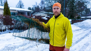 Joa Bergqvist med kaninfälla.