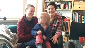 Heidi Lunabba och Ulrica Rosedahl med sonen Bo