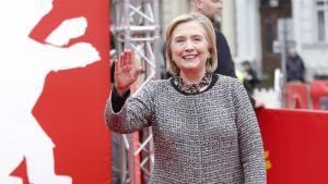 Hillary Clinton på väg till dokumentärens galaföreställning i Berlin.