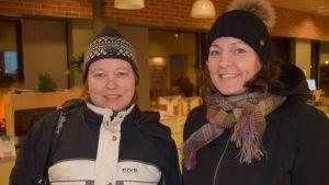 Föräldrarna Hellevi Raita och Minna Kylänpää.