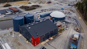 Biogasanläggningen i samband med Munka avfallscentral i Lojo.