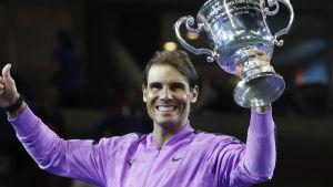 Rafael Nadal firar segern i New York.