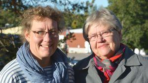 Viveca Smeds-Aalto och Raili Svahnström ställer upp som frivilliga då flyktingarna anländer till Nagu