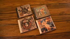 Fyra cd-skivor.
