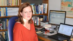 Porträttbild på Eva Önnudottir, politikforskare vid Islands universitet.
