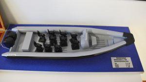 Miniatyr av en RIB-båt