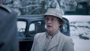 Ragni (Anneke von der Lippe) tvingas ta svåra beslut under flykten till Sverige.
