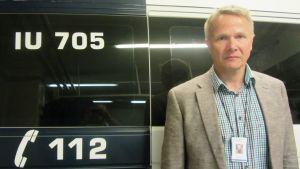 Kommissarie Leif Malmberg uppmanar oss att ringa 112 om vi ser en älg på motorvägen