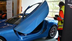 Superelbilen Toroidion visas upp för allmänheten.