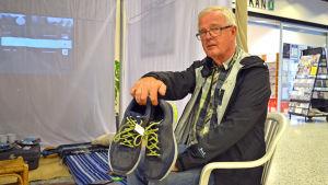 Kyrkslättbon Markus Koskenlinna var en av de första som donerade kläder till männen som bor på flyktingförläggningen i Evitskog.