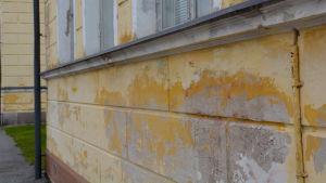 Förstörda väggar av Borgå gymnasium.