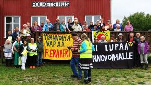 Manifestationen i byn Morjärv ordnades på den svenska Nationalälvens dag på lördagen.