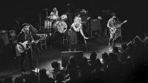The Go-Go's -yhtye lavalla 1981. Arkistokuva samannimisestä dokumenttielokuvasta.
