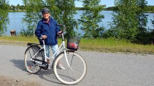 Marlené Nyberg med cykel.