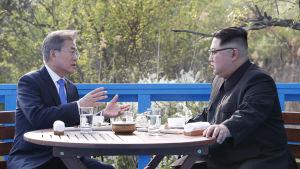 Nord- och Sydkoreas ledare i samtal i Panmunjom.