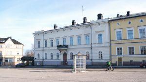 Huset som kallas Forum, i kanten av Lovisa torg.