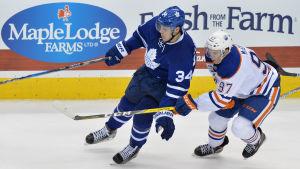 Torontos Auston Matthews och Edmontons Connor McDavid drabbade samman den 1 november.