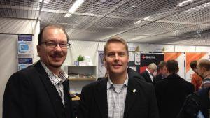 Mats Nilsson och Jerker Claesson rekryterar ingenjörer i Åbo.