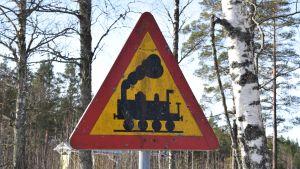 Trafikmärke med diesellok