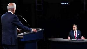 Chris Wallace ställer en fråga till Joe Biden under presidentvalsdebatten 29.9.2020.