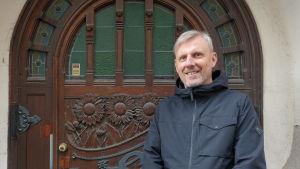 Mikko Lindqvist, arkitekt på kulturmiljöenheten vid Helsingfors stadsmuseum.
