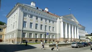 Tartu universitet en varm sommardag.