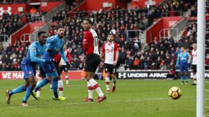 Olivier Giroud nickar mål, Southampton-Arsenal.