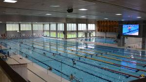 I Impivaara simhalls 50-metersbassäng ryms man både att simma och vattenlöpa.