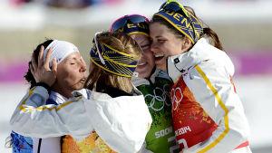 Sveriges damer efter OS-stafetten 2014.