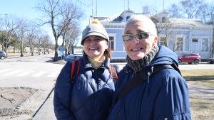 Nina Rejström och Ludowica Eklund i Hangö