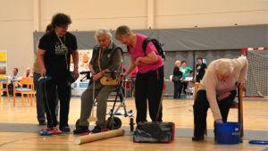 Damer vid Seniorsvängen-evenemanget