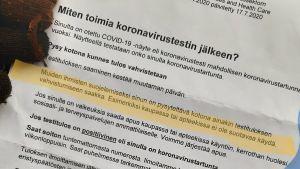 Blankett på finska med direktiv vad man ska göra efter ett coronatest
