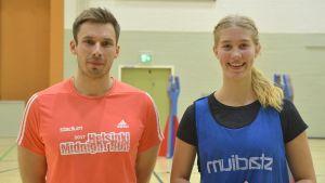 Tränaren Christian Lindblad & spelaren Ronja Berntzen (kapten 2005)