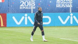 Kylian Mbappé tränar i Moskva.
