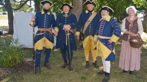 Föreningen Nylands Karoliner värnar om militära traditioner från svenska tiden, här i 1700-tals mundering.