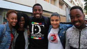 Mohamed Abdallah, 19 i mitten, Sarah Mmadi till vänster och Amal Osman 18 till höger.