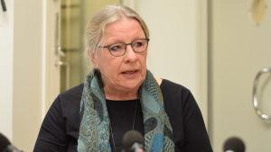 Karin Gottberg-Ek deltar i en debatt.