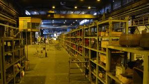 Insidan av en 350 meter långa fabrikshallen i Dalsbruks hamn.