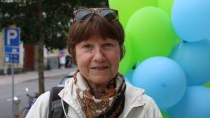 Keski-ikäinen nainen Turussa, kasvokuva.