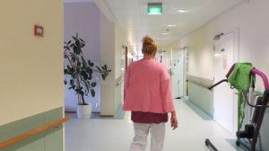 Närvårdare Kati Laine på jobb på avdelning tre vid Näse sjukhus i Borgå