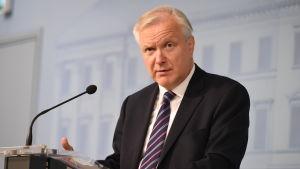Näringsminister Olli Rehn kommenterar utnämningen till Finlands Bank.