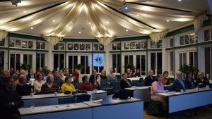 Svartåbor och andra intresserade kom till informationsmötet på Svartå slott om det nya skolcentret.
