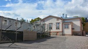 Skolbaracker vid Sirkkala skola i Åbo.