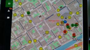 Digital karta över Åbo centrum med alla bussar i realtid.
