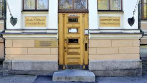Dörren till styrelsegården i Vasa