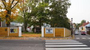 Museigården i Ekenäs där ett nytt konstmuseum ska byggas i hörnet av Gustav Wasas gata och Brunnsgatan.