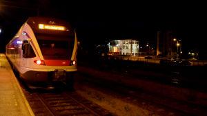 Y-tåget på Karis järnvägsstation.