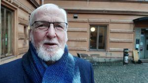 Tryggve Forssell, en man med glasögon, vitt skägg och vit mustasch.