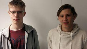 Benjamin Rönnqvist och Jim Norrgård  går i Korsholms gymnasium.